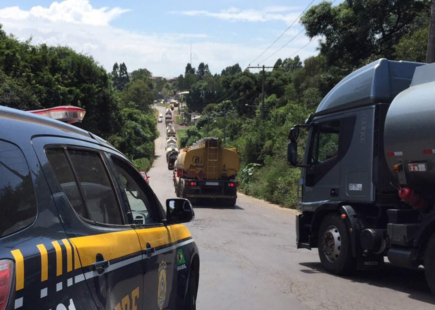 Transporte rodoviário totalmente segurado